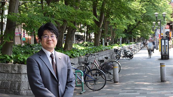 府中駅のけやき並木沿いに開業半年ほやほやの弁護士先生にインタビューのアイキャッチ
