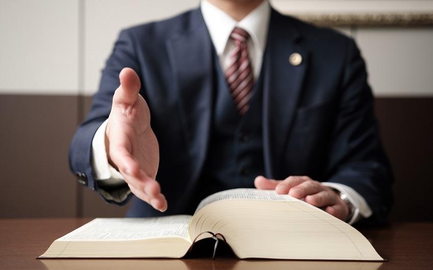 遺産相続に強い弁護士とは相談・依頼するメリットも解説のアイキャッチ