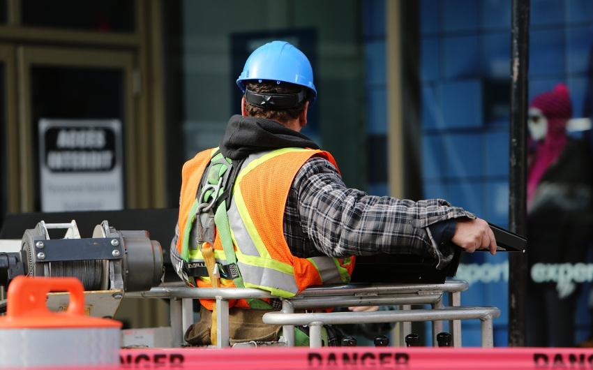 建設作業員は再確認!残業代請求は当然の権利であることのアイキャッチ