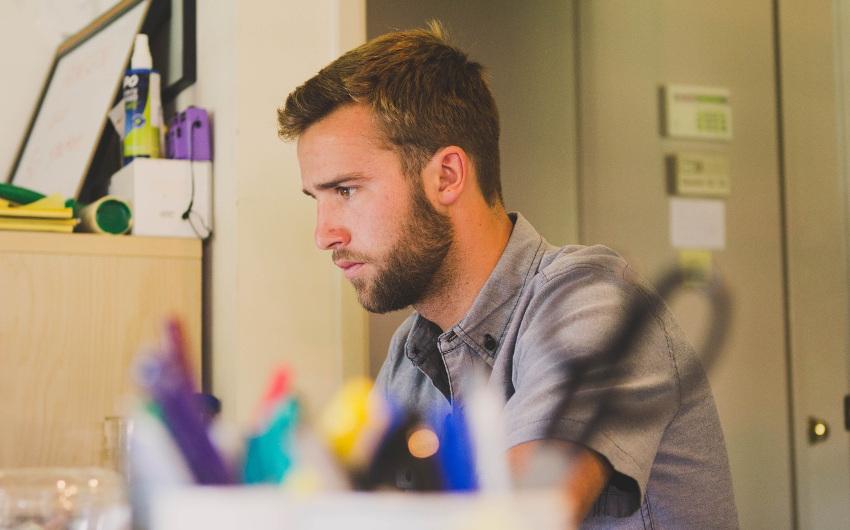 教員の長時間残業に潜伏する「給特法」という名の元凶の画像