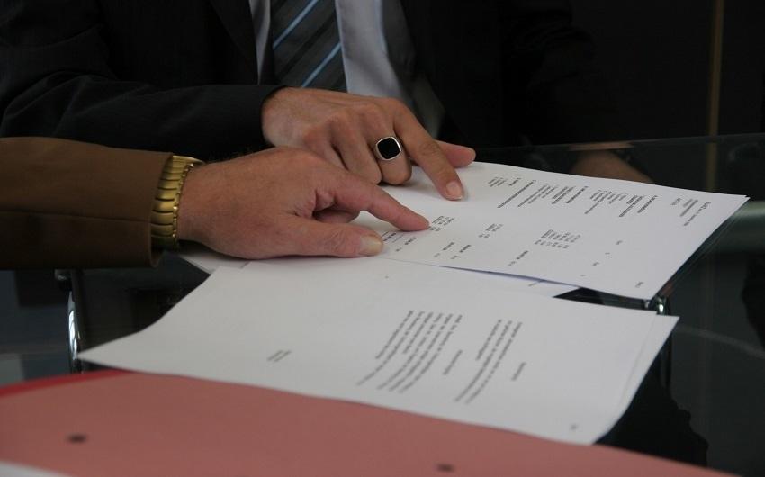その業務委託契約は雇用契約に該当するかも:両契約の違いを暴くの画像