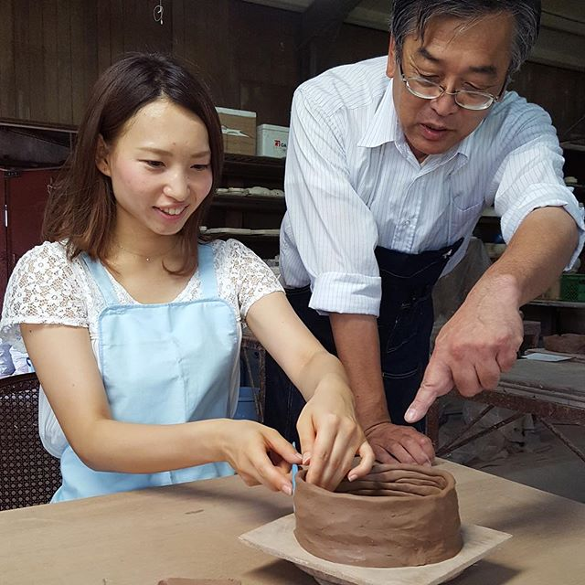 Let's try to make a pottery without a potter's wheel.