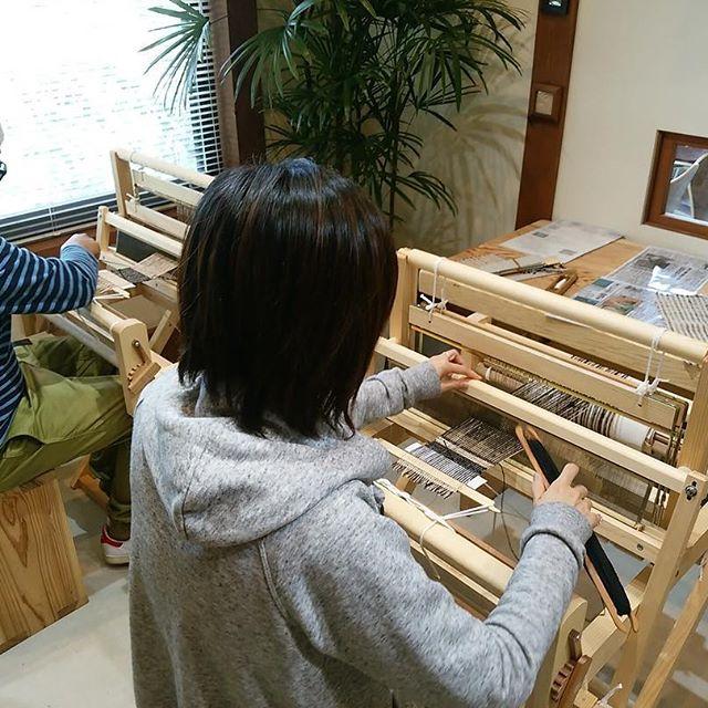 絹糸で織るコースター作り