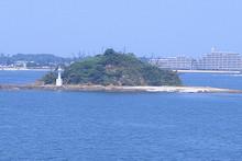 西戸崎沖に浮かぶ端島
