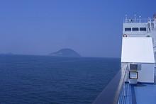 玄海島西側を通過