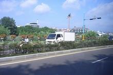 南江沿いの道路
