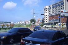 右の大きな建物は東邦観光ホテル