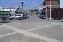 駅の前の通り