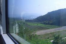 農村地帯を行く