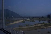 洛東江(ナクトンガン)を渡る