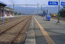 三浪津駅ホーム