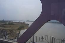洛東江を渡る