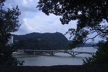 南江にかかる橋