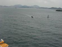パイロット艇が水先人を回収しにやって来た
