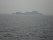 青島沖合いの島が見える