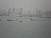 湾内フェリーの発着する船溜まり