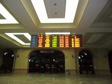 青島駅出口