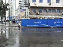 駅付近の地下鉄工事現場。ついに超渋滞都市青島(朝晩の渋滞がハンパない)にも地下鉄が通るのか!完成が楽しみです。
