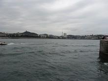 遠くに青島テレビ塔が見える