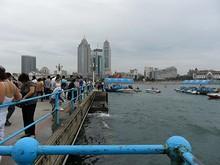 桟橋から青島市街を望む