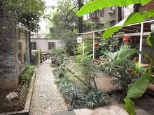 ユースホステルの庭