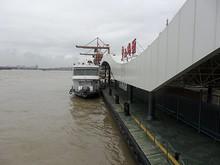 2階から見た隣の船