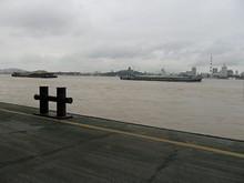 長江を行きかう船