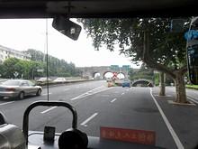 バスで霊谷寺へ