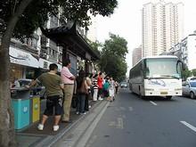 市中心のバス停