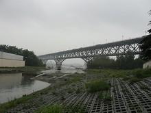 迷ってこんなところに来てしまった。大橋全体が見える