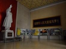 毛沢東の像、スローガン、写真