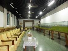 来賓接待室。右にあるのは橋の模型