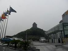 新街口(中心街)へ向かうバスの中から見た閲江楼。歴史のある楼閣で、長江が良く見えるらしいが、入場料が高い(40元)
