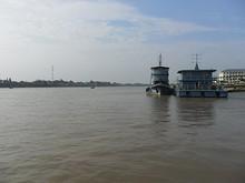 長江と軍用桟橋
