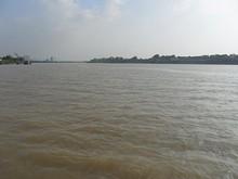 左は南京市街 右は中州