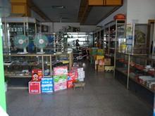 渡船乗り場の前の商店