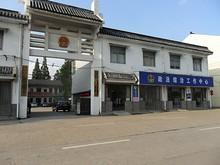 村役場入口