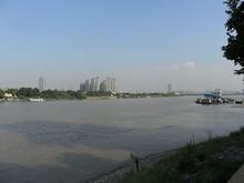 長江と対岸の南京市街