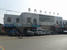 南京西駅そばの水産市場