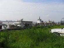 長江の船着場
