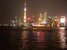 観光船と上海タワー