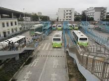 汶水路のバスターミナル