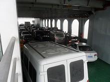 満タンの車両甲板