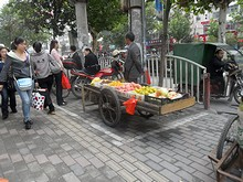 ターミナル前の果物屋さん
