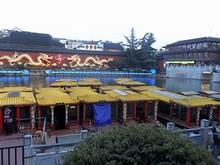 廟の向かいにある泰淮河と遊覧船