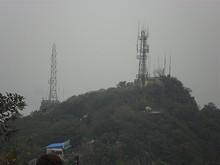 山頂の軍事アンテナ群