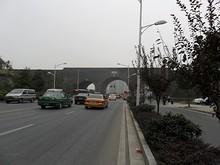 中山門の南の標営門