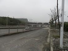 貨物列車が鉄道寧銅線を通る
