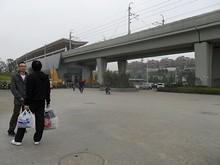 地下鉄仙鶴門駅。郊外なので地上を走っている