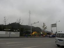 長江を越える送電線を支える鉄塔 すごく高い